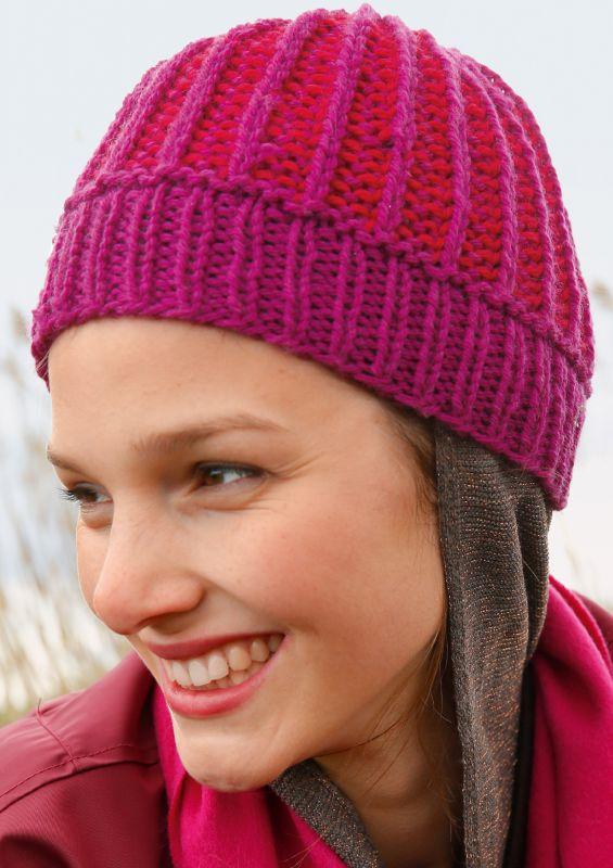 Raffinierte Strickmode in angesagten Rottönnen: Mütze stricken