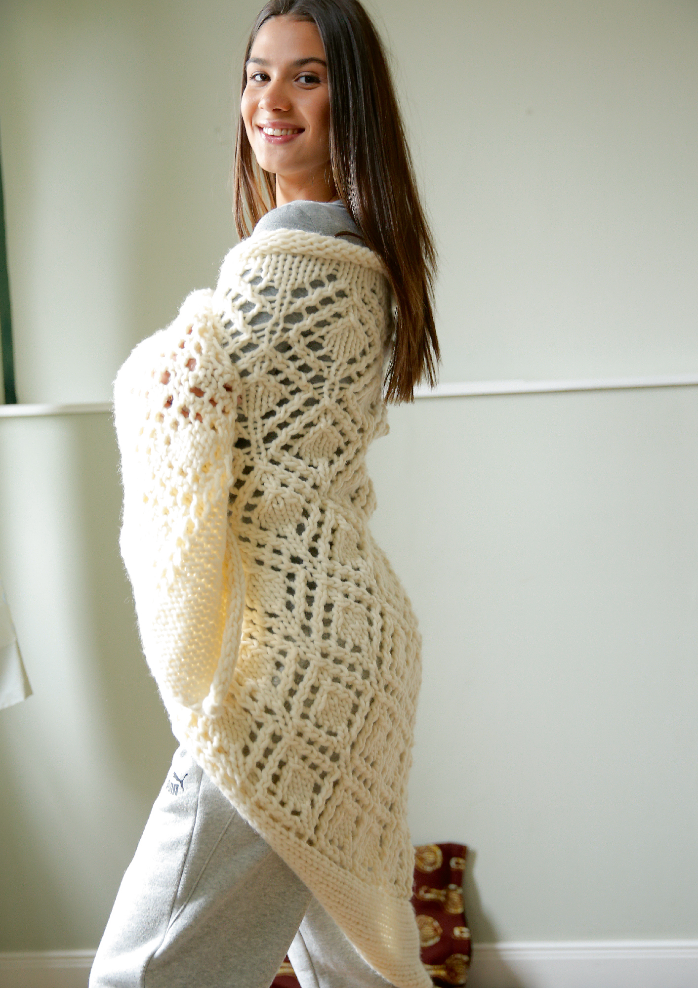 dff32dea1894 Preview  Triangular shawl with peep-hole pattern ...