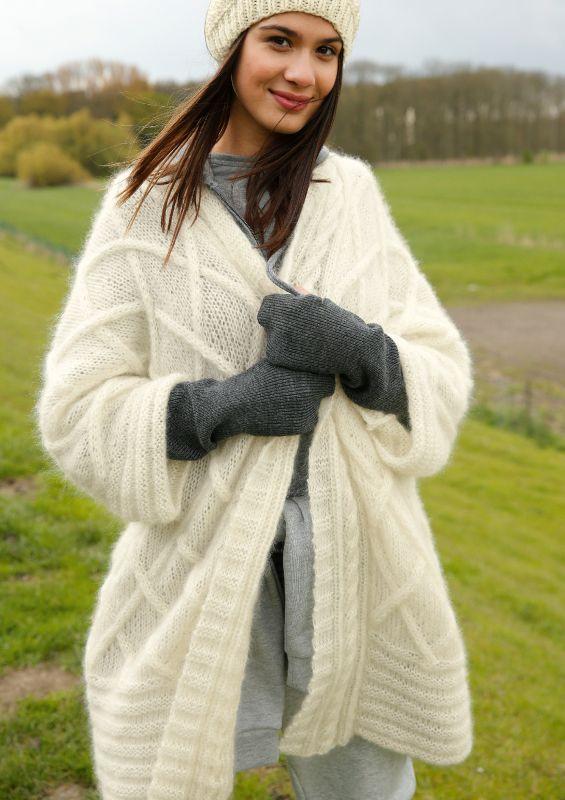 Strickmode in Natruweiss: Weite Kimonojacke