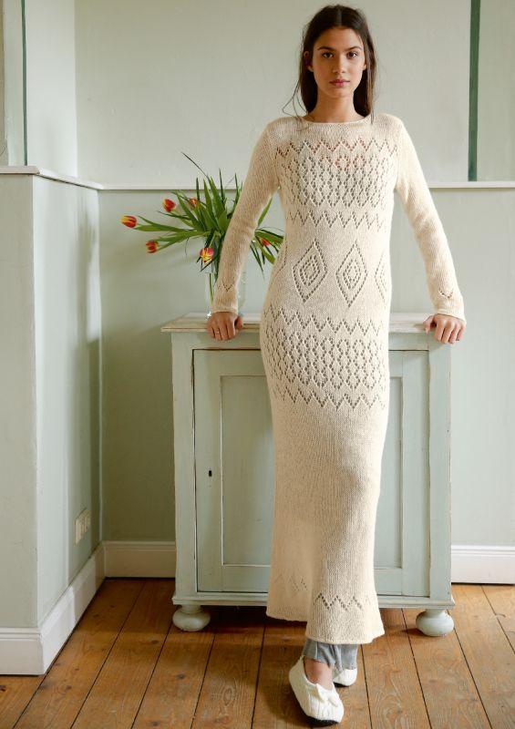 Strickmode in Naturweiß: Kleid mit Lochmuster stricken