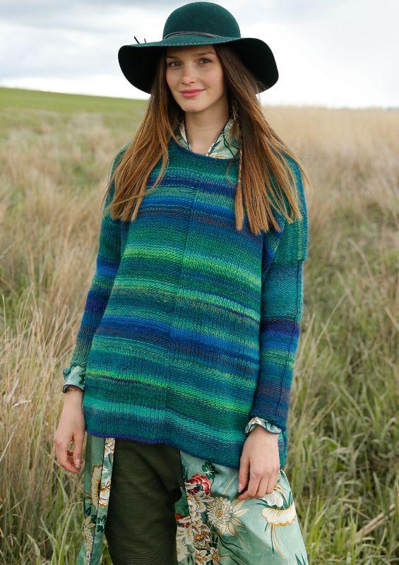 Bunte Strickmode: Weiter melierter Pullover