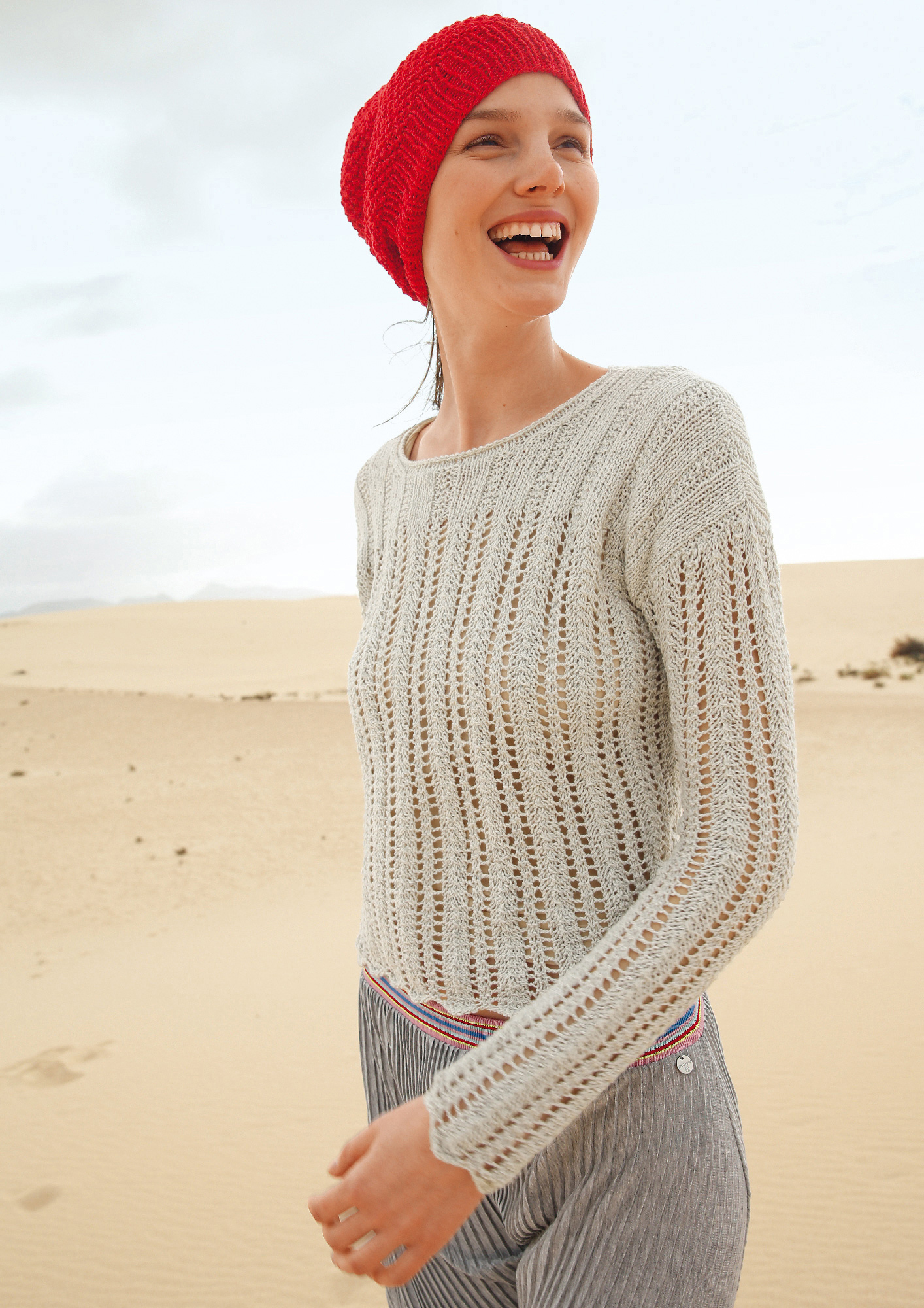9c63d75a3088 Preview  Cropped peep-hole pattern jumper ...