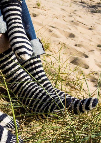 Anleitung Maritim-geringelte Socken für Herren