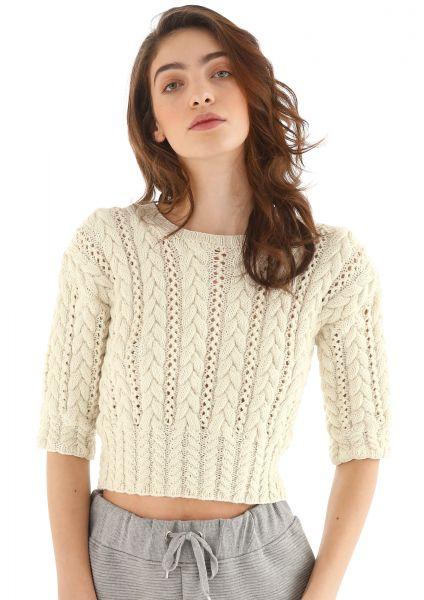 Kurzer Pullover mit Zopfmuster