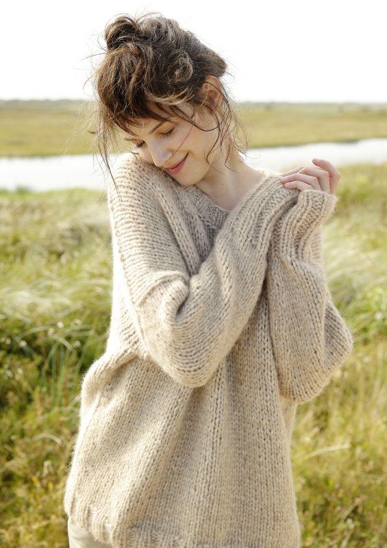 Weiter Pullover aus exklusiven Handmade-Garn