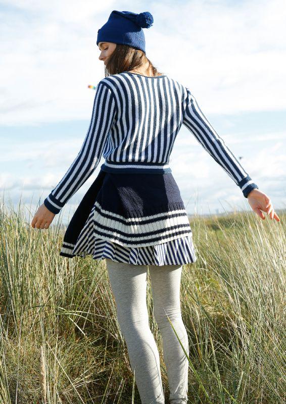 Marine Look meets Laengsstreifen: Kurzer Pullover stricken