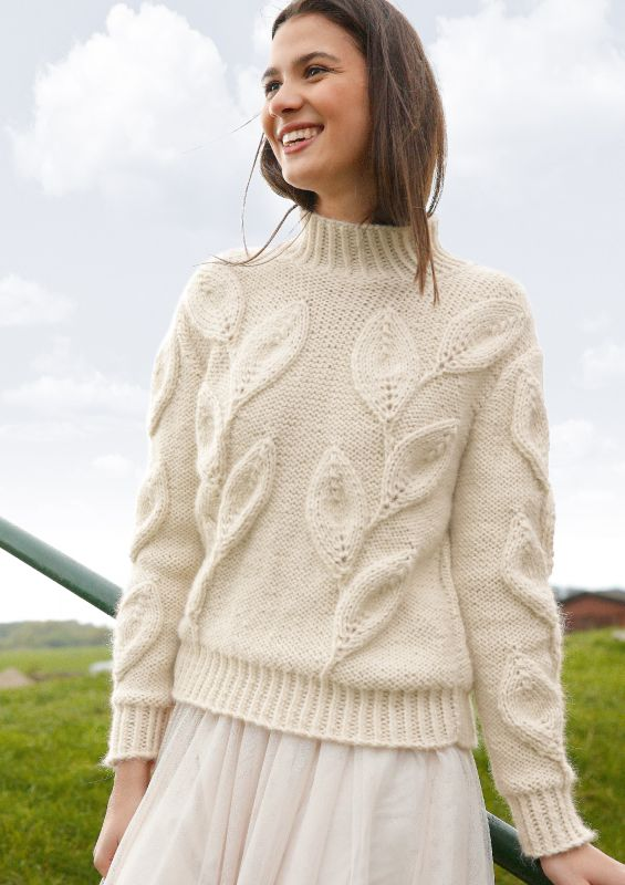 Strickmode in Naturweiß: Pullover mit Blattmuster