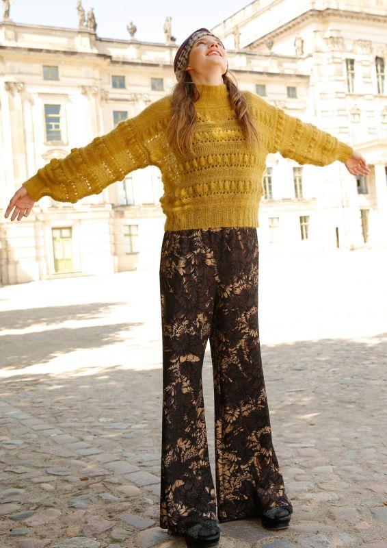 Leichter warmer Pullover ausMohair mit Noppen Strickset