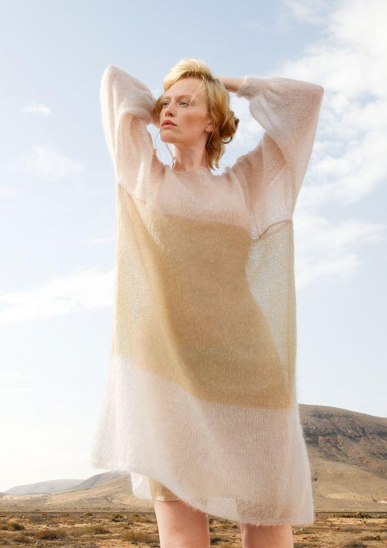 Naturtöne: Weiter langer Pullover