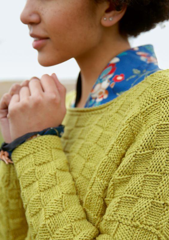Bunte Strickmode: Pullover mit Strukturmuster stricken
